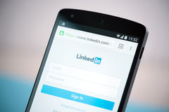 LinkedIn firma adentro el impreso en el nexo 5 de Google Foto de archivo