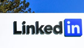 Linkedin logo Sign. Mountain View, CA, United States - August 13, 2018: Linkedin logo of Corp Sign at 700 East Middlefield Road, new Linkedin company campus HQ stock images