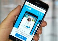 Linkedin mobilny zastosowanie na telefonie komórkowym Zdjęcia Royalty Free