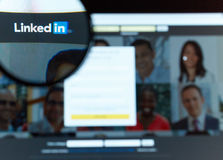 Linkedin - pessoa de conexão junto Imagens de Stock