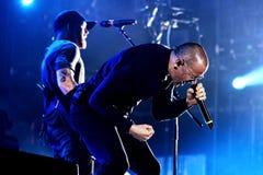 Linkin Park muzyczny zespół wykonuje w koncercie przy ściąganie ciężkiego metalu festiwalem muzyki obraz stock