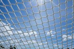 Links fangen Netznetzkettenfaser-Wadenetzhimmel lizenzfreie stockfotografie