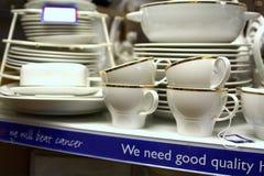 Linlinthgow, Escocia, 06 08 2015, tienda interior Reino Unido de la caridad de la investigación de cáncer Fotografía de archivo libre de regalías