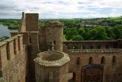 LINLITHGOW, SCHOTLAND - Juni, 2013: Hoogste mening van de muur van Linlithgow Royalty-vrije Stock Afbeelding