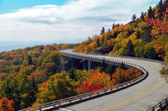Linn Cove Viaduct in de Herfst Stock Foto's