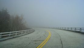 Linn Cove Viaduct Enveloped da nebbia fotografia stock libera da diritti
