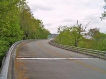 Linn Cove Viaduct su Ridge Parkway blu fotografie stock