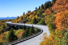 Linn zatoczki wiaduktu jesieni grani Błękitny Parkway Pólnocna Karolina Fotografia Royalty Free
