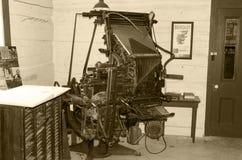 Linotype μηχανή από το 1930 στη σέπια Στοκ εικόνες με δικαίωμα ελεύθερης χρήσης