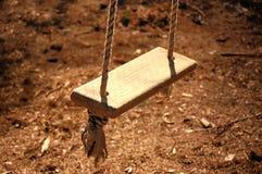 linowy huśtawkowy drewniany Fotografia Royalty Free