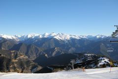 Linowy narciarski dźwignięcie - Vallnord, ksiąstewko Andorra, Europa fotografia stock