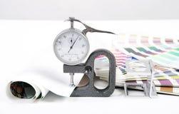 Linse, pantone und Mikrometer Lizenzfreies Stockbild