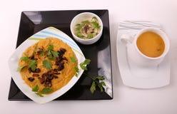 Linsenmahlzeit mit Suppe lizenzfreie stockbilder