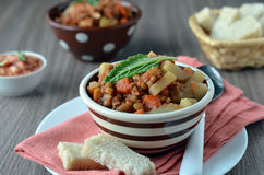Linsensuppe mit Gemüse Stockfotos