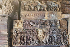 Lintel показывая Vishnu возлежа на змее Ananta Sesha на Ku Phra Kona, Roi Et, Таиланд Стоковые Фото
