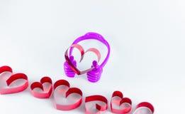 Linten als harten op witte achtergrond, het concept dat van de valentijnskaartdag worden gevormd stock foto's
