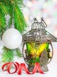 Linterna ardiente con el fondo del bokeh del brillo Foto de archivo libre de regalías
