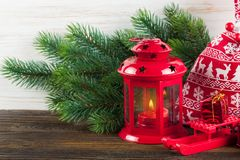Linterna ardiente de la vela con las decoraciones Imágenes de archivo libres de regalías