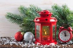 Linterna ardiente de la vela con las decoraciones Imagenes de archivo