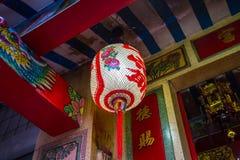 Linterna china colgante en el fondo oscuro Fotografía de archivo libre de regalías