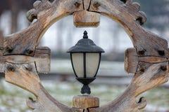 Linterna de la calle en un marco de madera imagen de archivo libre de regalías