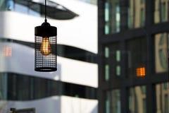 Linterna de la iluminación en un café Foto de archivo libre de regalías