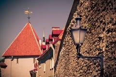 Linterna de la pared en ciudad vieja Imagen de archivo libre de regalías