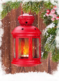 Linterna de la vela de la Navidad en rama de árbol de abeto Imágenes de archivo libres de regalías