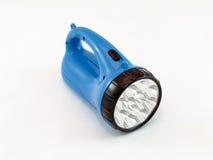 Linterna de LED con el estuche de plástico azul en un fondo blanco foto de archivo