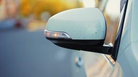 Linterna de los flashes modernos blancos del coche, desplome en el accidente, primer almacen de video
