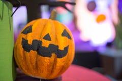 Linterna del enchufe de la cabeza de la calabaza de Halloween Foto de archivo libre de regalías