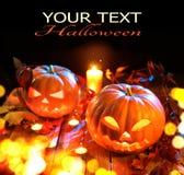 Linterna del enchufe de la calabaza de Halloween con las velas ardientes Fotografía de archivo libre de regalías