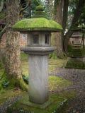 Linterna del jardín: Ajardinando y adorne el estilo de Japón del jardín Imagen de archivo