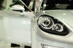 Linterna del primer del fondo del coche de la plata del deporte Imagenes de archivo