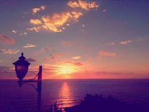 Linterna en el diente de la puesta del sol Fotografía de archivo libre de regalías