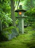 Linterna en el jardín del japonés de Portland Imágenes de archivo libres de regalías