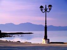 Linterna en la línea de costa Imagenes de archivo