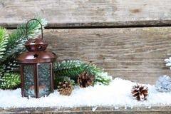 Linterna en la nieve Fotografía de archivo libre de regalías