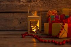 Linterna hermosa del Año Nuevo con una vela Fotografía de archivo