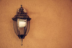 Linterna hermosa vieja una pared agradable anaranjada Imagen de archivo