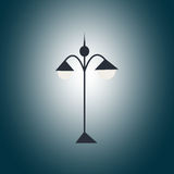 Linterna negra del jardín en la oscuridad Imagen de archivo