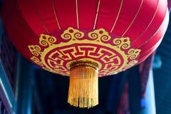 Linterna roja china con el modelo amarillo y de oro Fotos de archivo libres de regalías