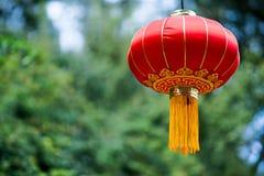Linterna roja china con el modelo amarillo y de oro Imágenes de archivo libres de regalías