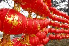Linterna roja china con el templo Fotos de archivo