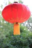 Linterna roja china en la luz del día Foto de archivo