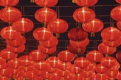 Linterna roja china en la noche Fotos de archivo libres de regalías