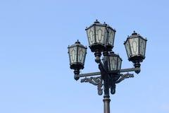 Linterna vieja Cielo azul del fondo de la lámpara de calle Imagen de archivo libre de regalías