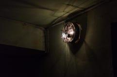 Linterna vieja en el bombshelter Fotos de archivo libres de regalías