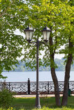 Linterna vieja en los bancos del río Volga Fotografía de archivo libre de regalías