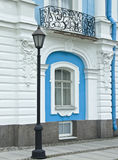 Linterna y balcón Smolny de una catedral           Foto de archivo libre de regalías